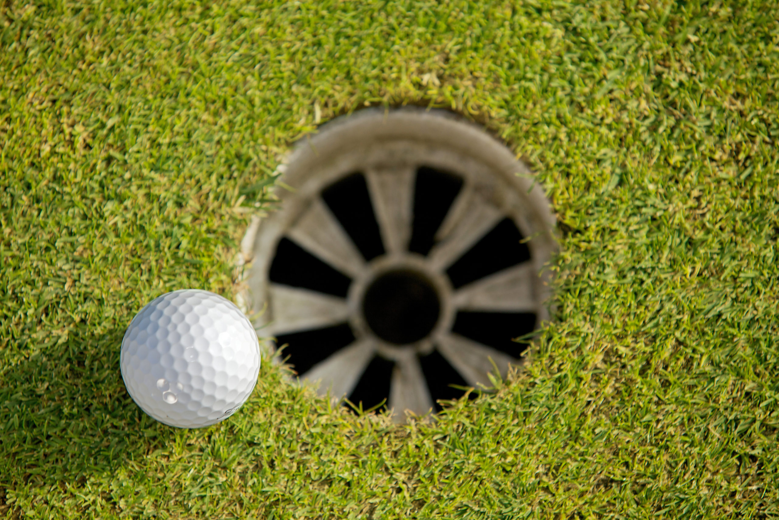 Do More Dimples On A Golf Ball Make It Better? (The Truth)